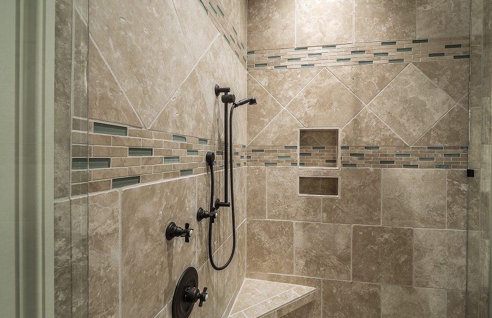 Badkamertegels schoonmaken – De Interieur Expert