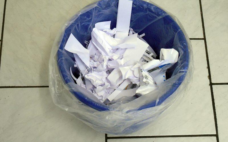 Wat mag er allemaal bij papierafval?